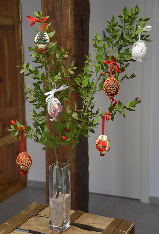 decoracion-con-huevos-pintados-a-mano