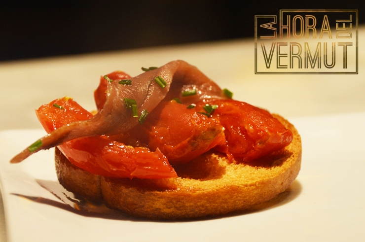 tosta-anchoa-tomate-confitado